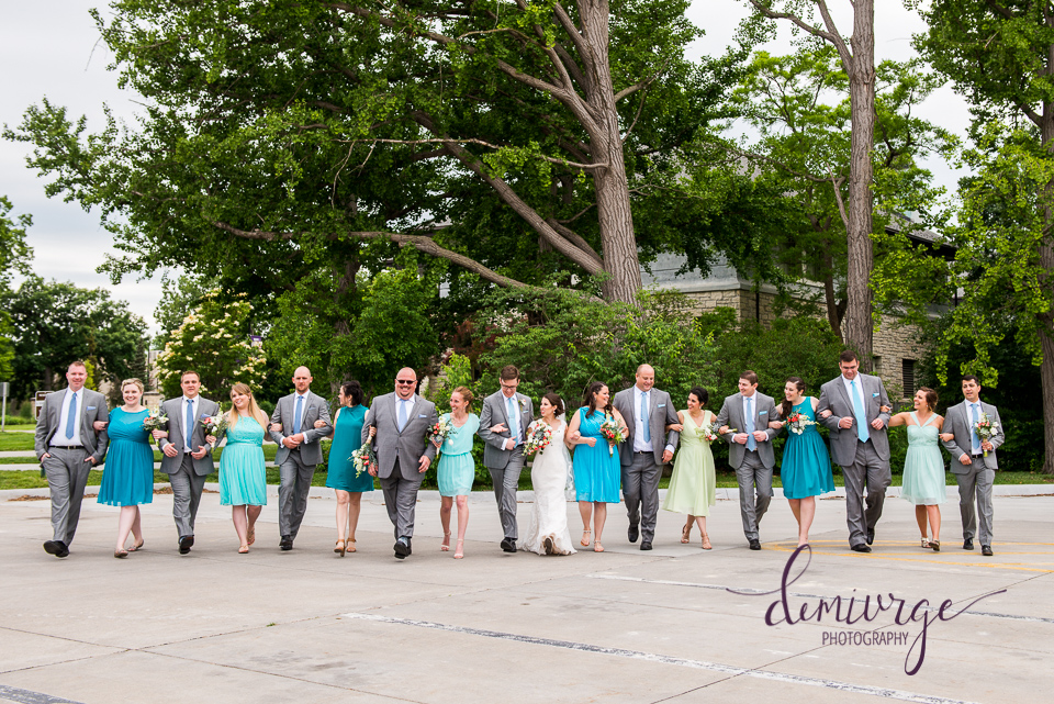 candid large wedding party photo