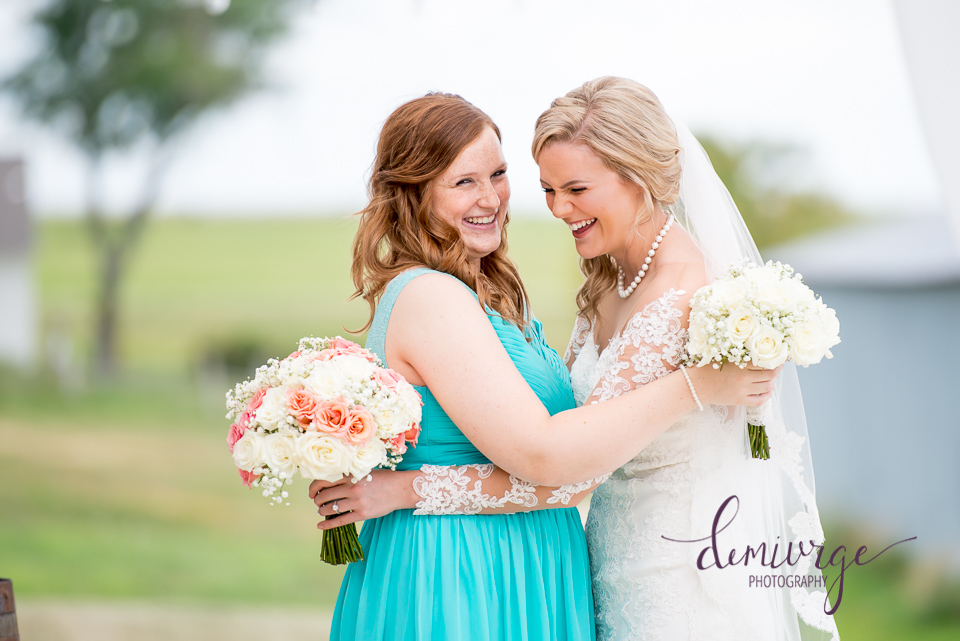 fun bride and maid of honor photo idea
